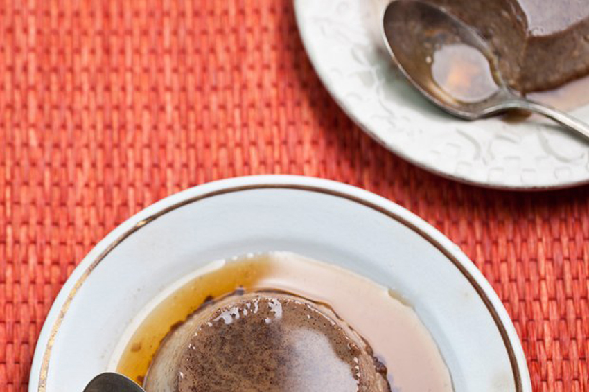 MODERN MEXICAN CHOCOLATE FLAN - Mexipes